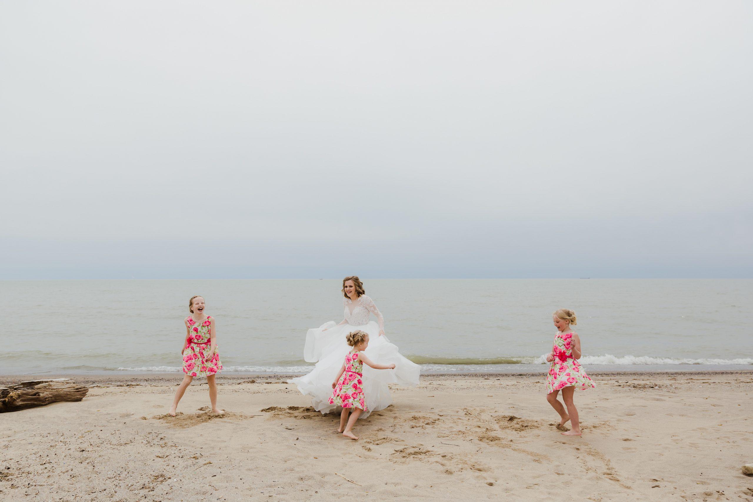 Wedding photo flower girls with bride cute idea spinning on the beach